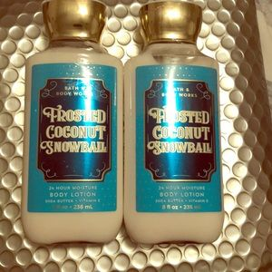 🥵 Bath and body works Frosted Coconut Snowball